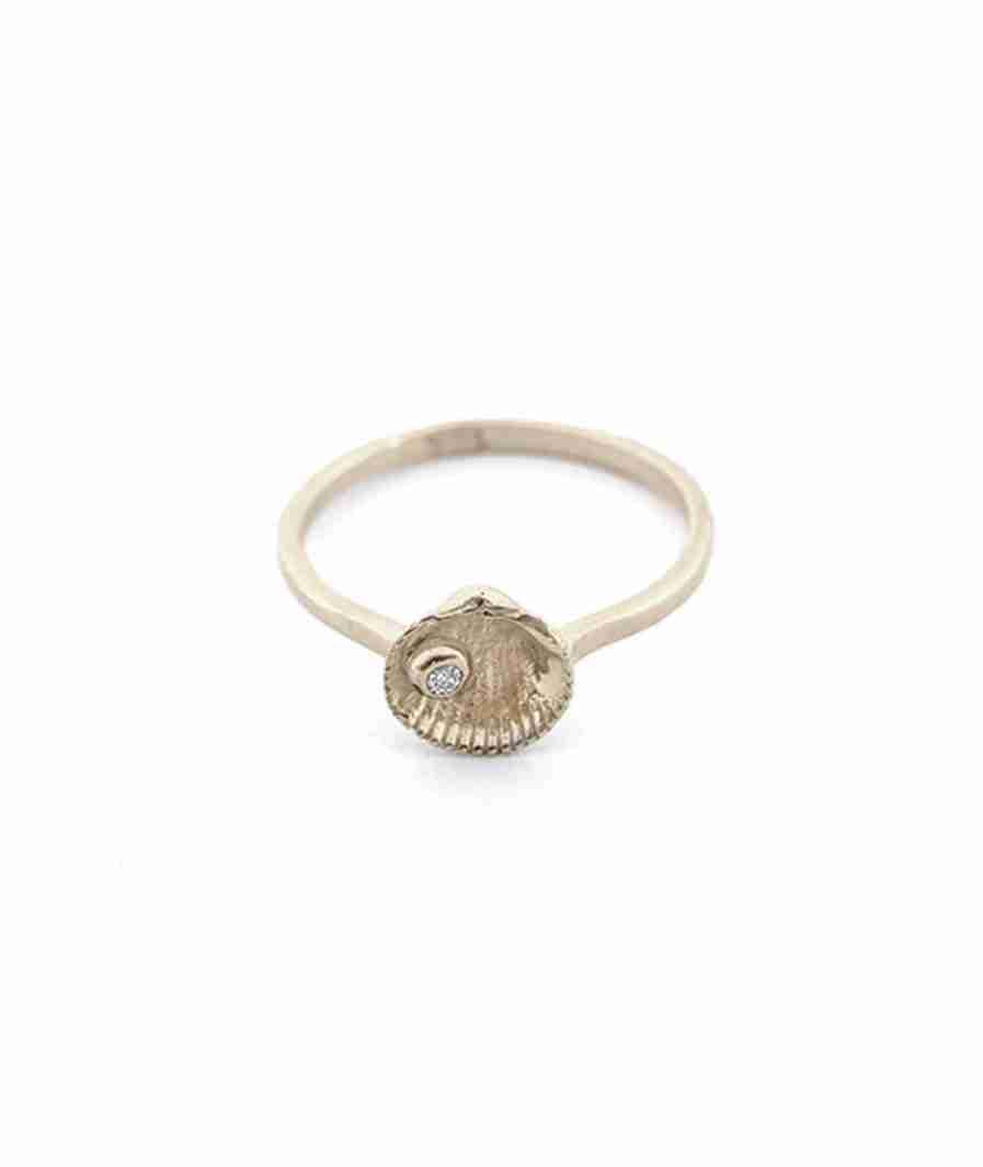 white gold gem shell stud ring