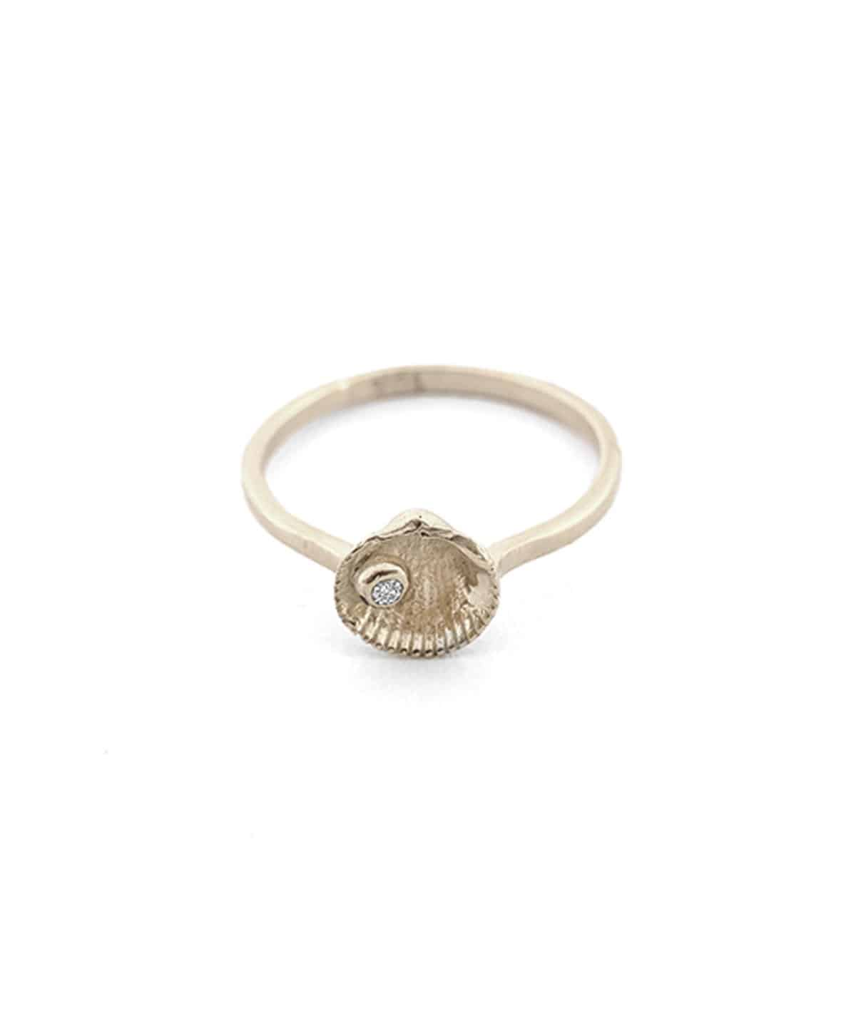 white gold gem seashell stud ring